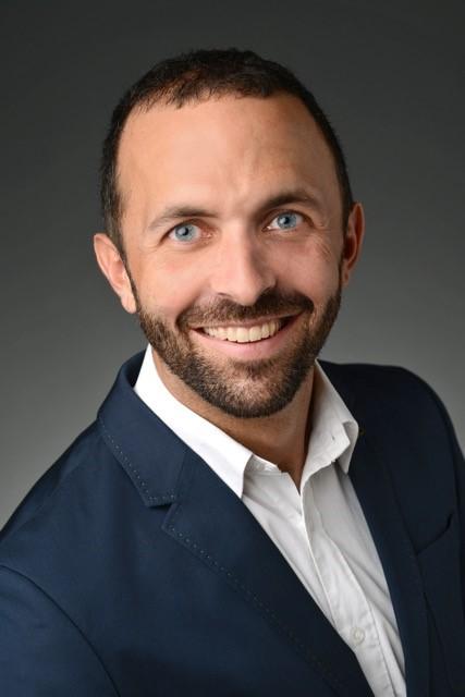 Hari Roman, Dr. med. et MME